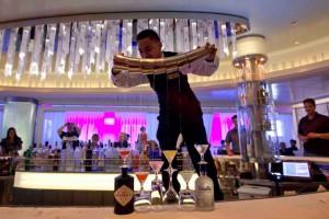 silhouette_martini_bar