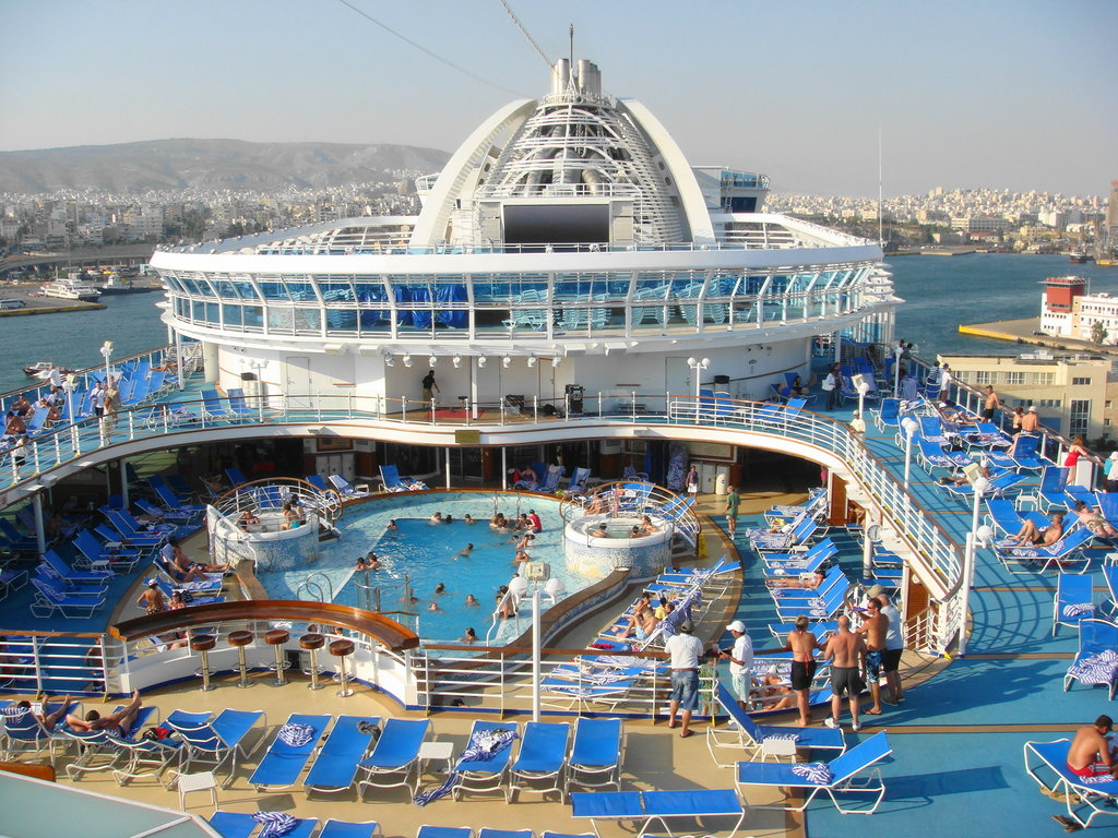 Pool_Deck_Emerald_princess